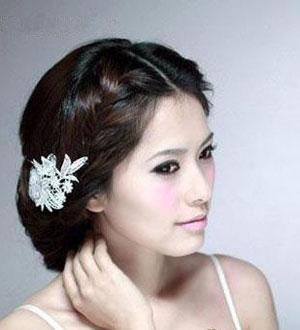 发型/作为伴娘要以什么造型出现在婚礼上才得体呢?既要看得出来是精心...