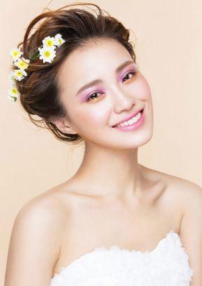 清新花朵新娘发型推荐