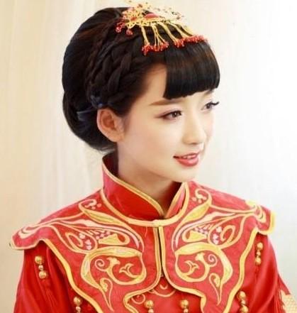 端庄典雅的中式婚礼新娘盘发发型