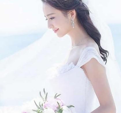 性感女星李孝利穿上婚纱变可爱女人